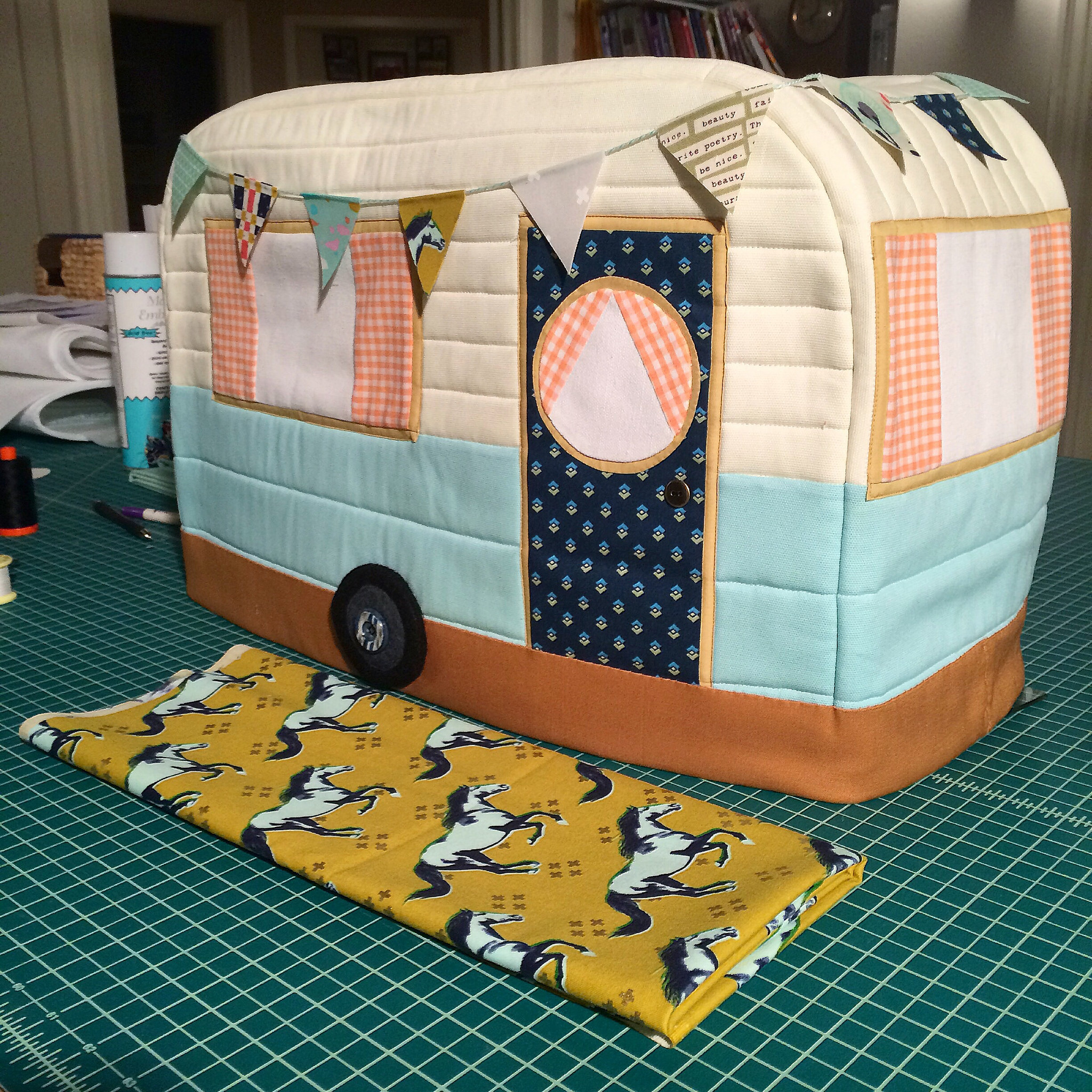 Retro caravan sewing machine cover ginger peach studio i knew immediately that i had to make another i decided to make a few changes to the pattern that i thought would improve the structure of it a bit and jeuxipadfo Choice Image